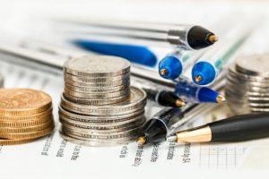 硬貨とペン